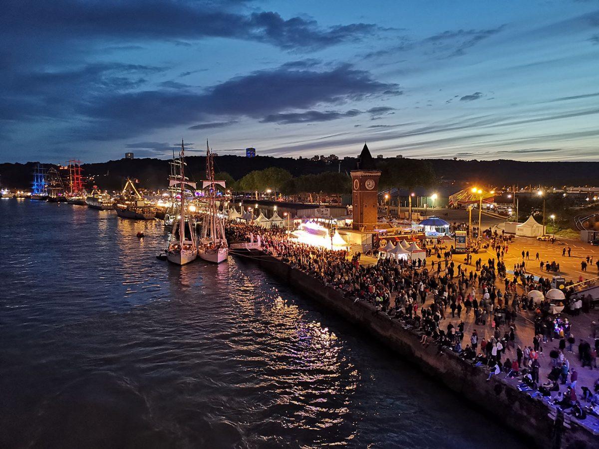 Armada de Rouen by night depuis le Pont Flaubert
