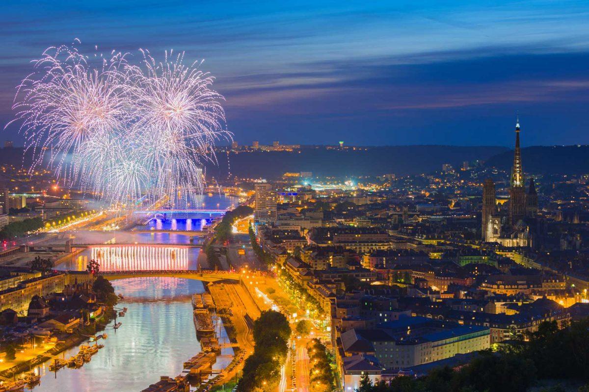 Feu d'artifice sur la Seine à Rouen