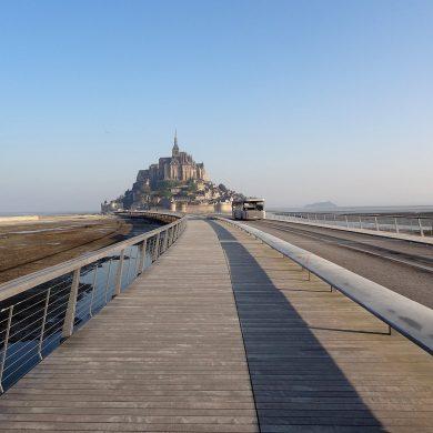 Parking et accès au Mont-Saint-Michel