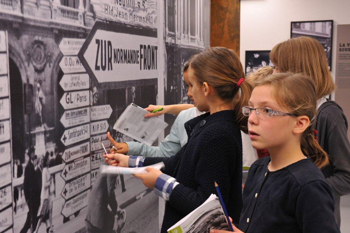 Enfants au Mémorial de Caen