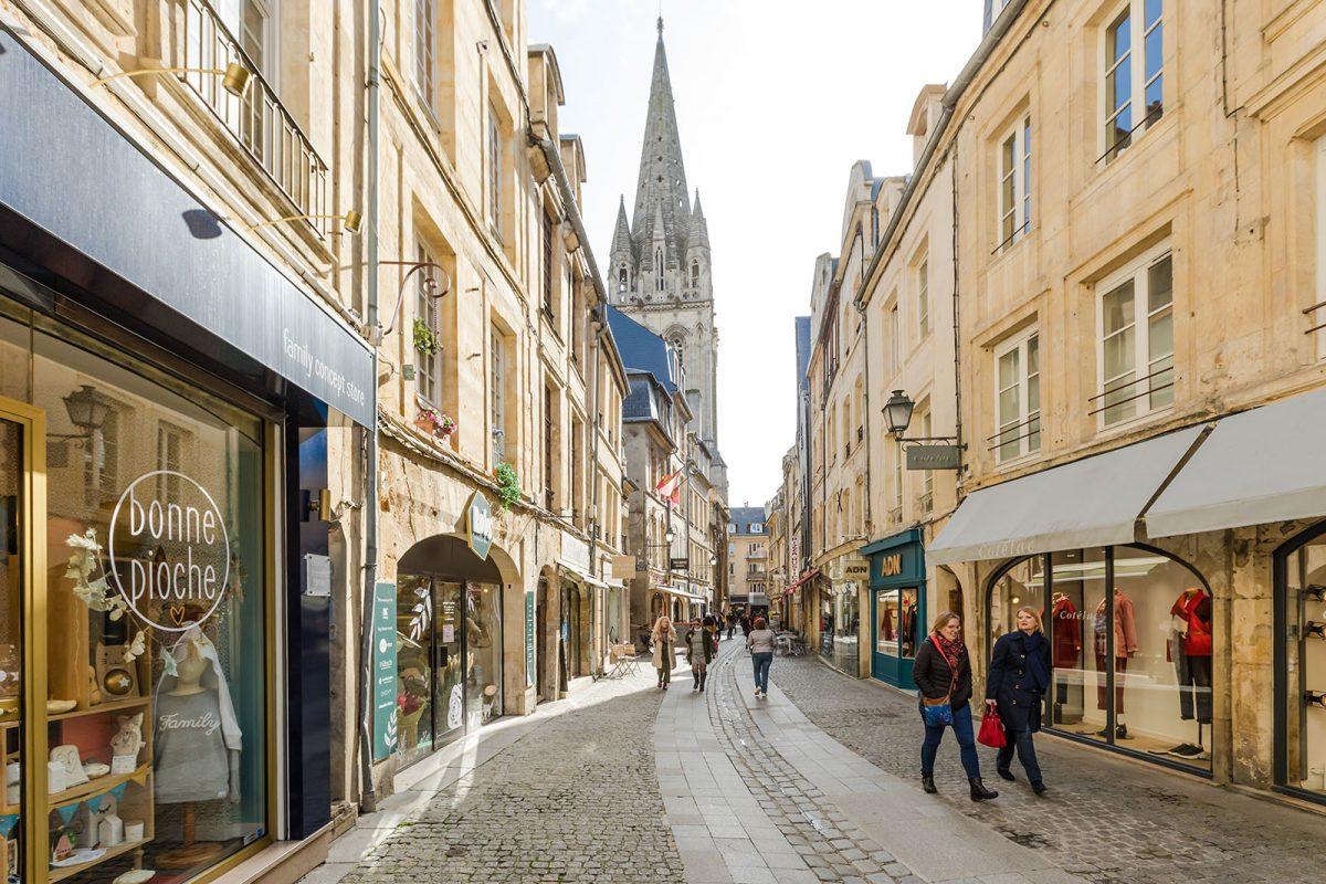 Shopping dans la rue Froide à Caen