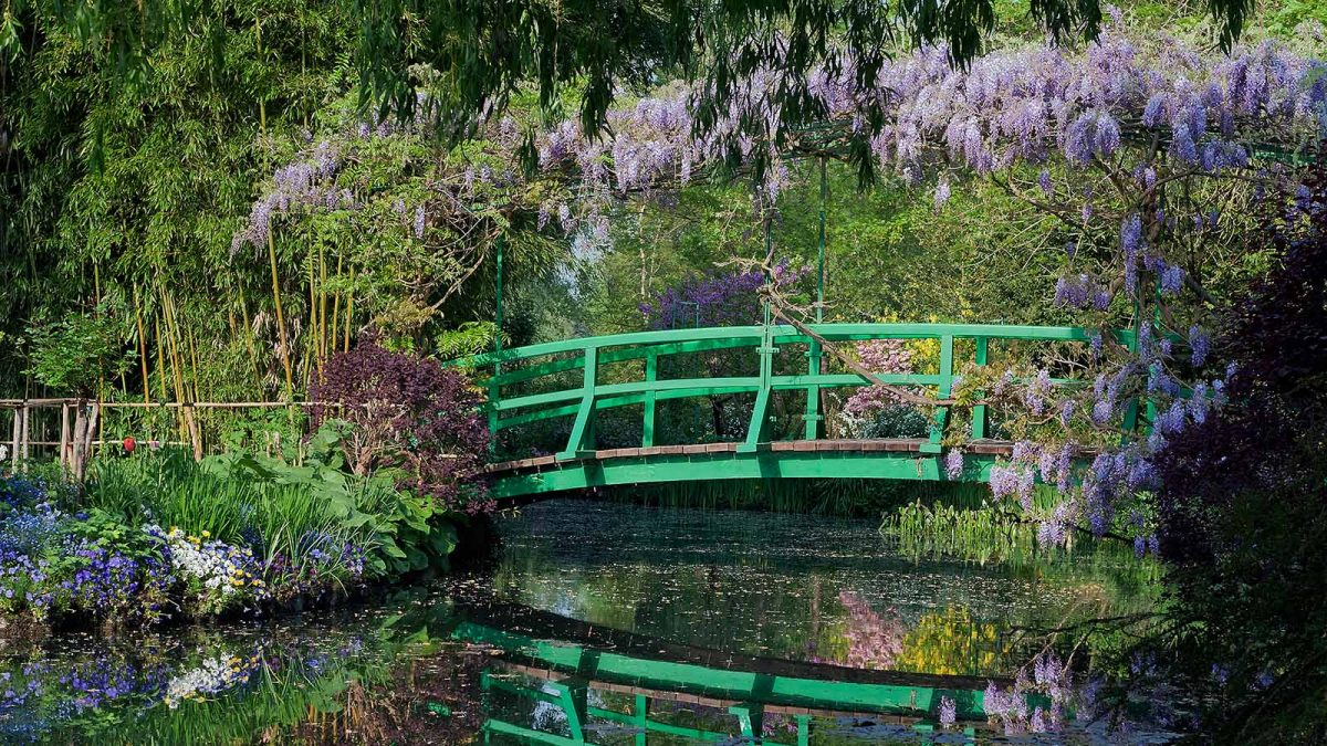 Pont japonais dans les jardins de Claude Monet à Giverny