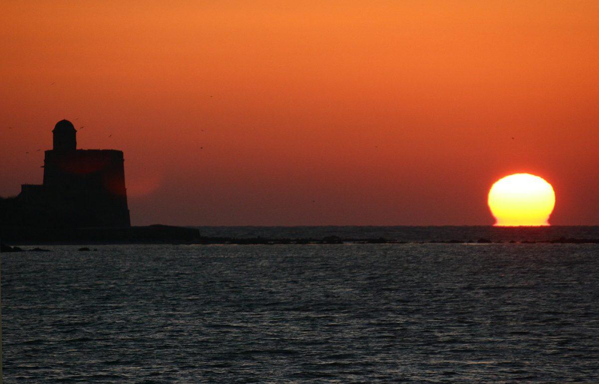 lever du soleil sur l'île de Tatihou