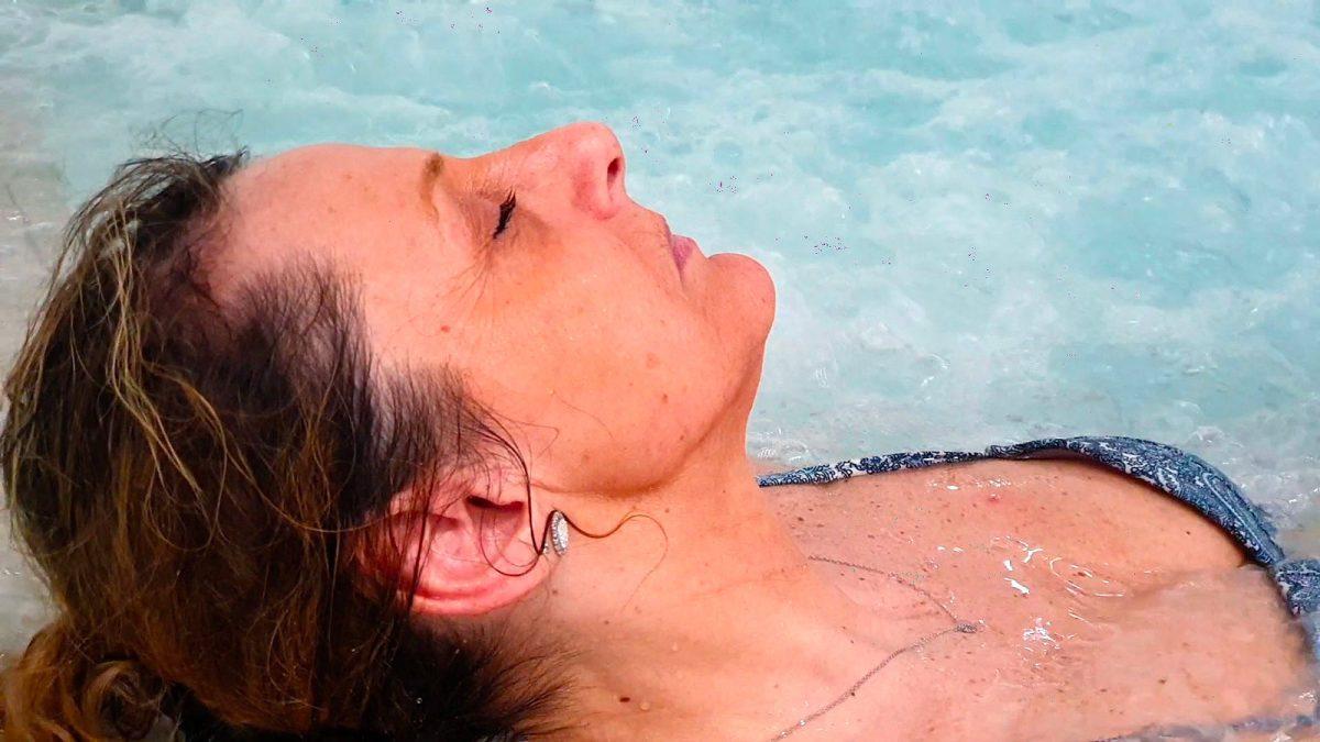 Thalasso à Donville, moment de détente dans la piscine