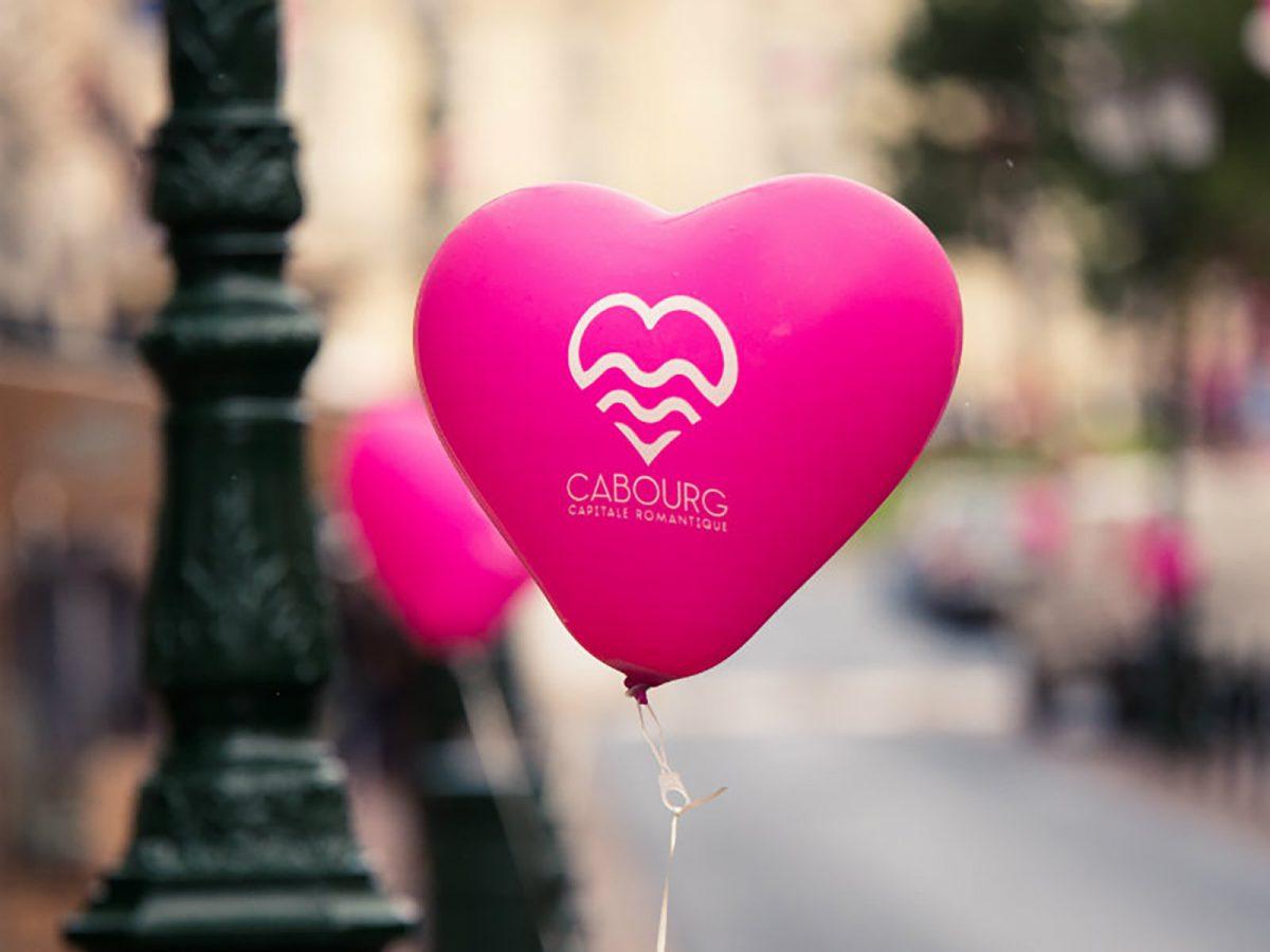 Ballon pour la Saint-Valentin à Cabourg