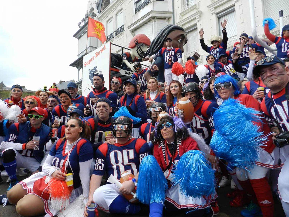 Groupe d'amis au Carnaval de Granville