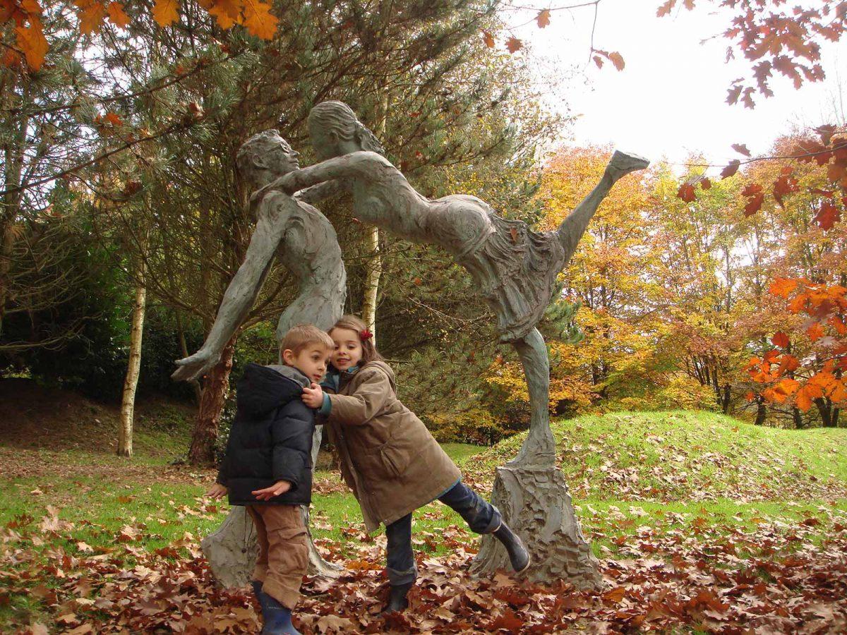 Sculpture Les Mariés de Jean-Marc de Pas - Les Jardins de Bois Guilbert