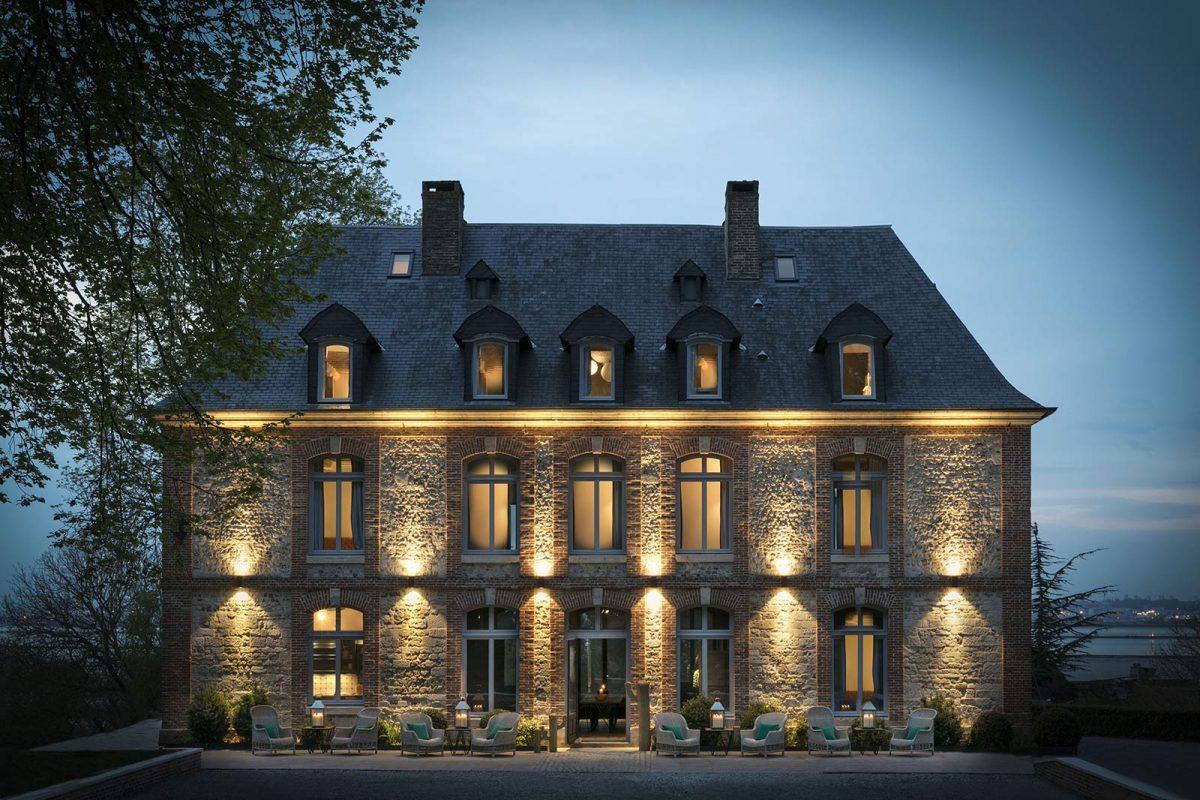 La façade extérieur du Manoir de la Plage à Honfleur
