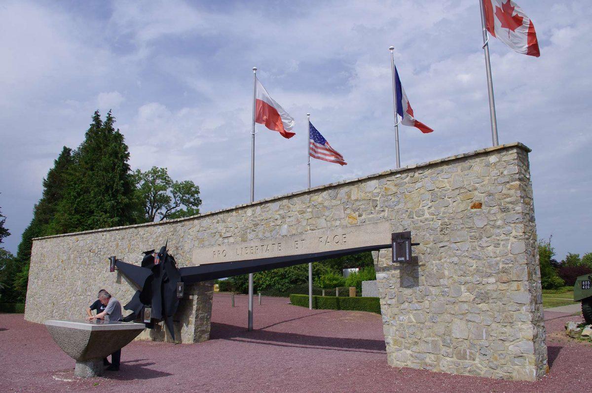 Entrée du Mémorial de Montormel-Coudehard