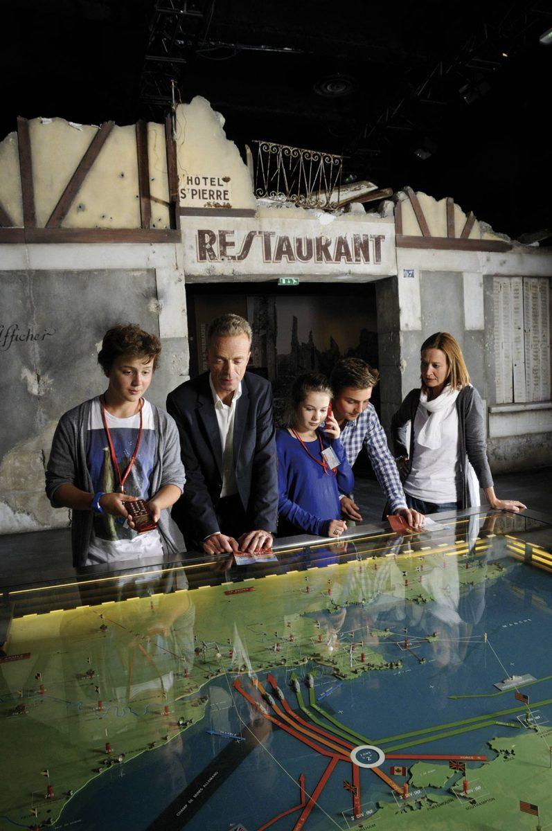 Famille au Mémorial de Caen