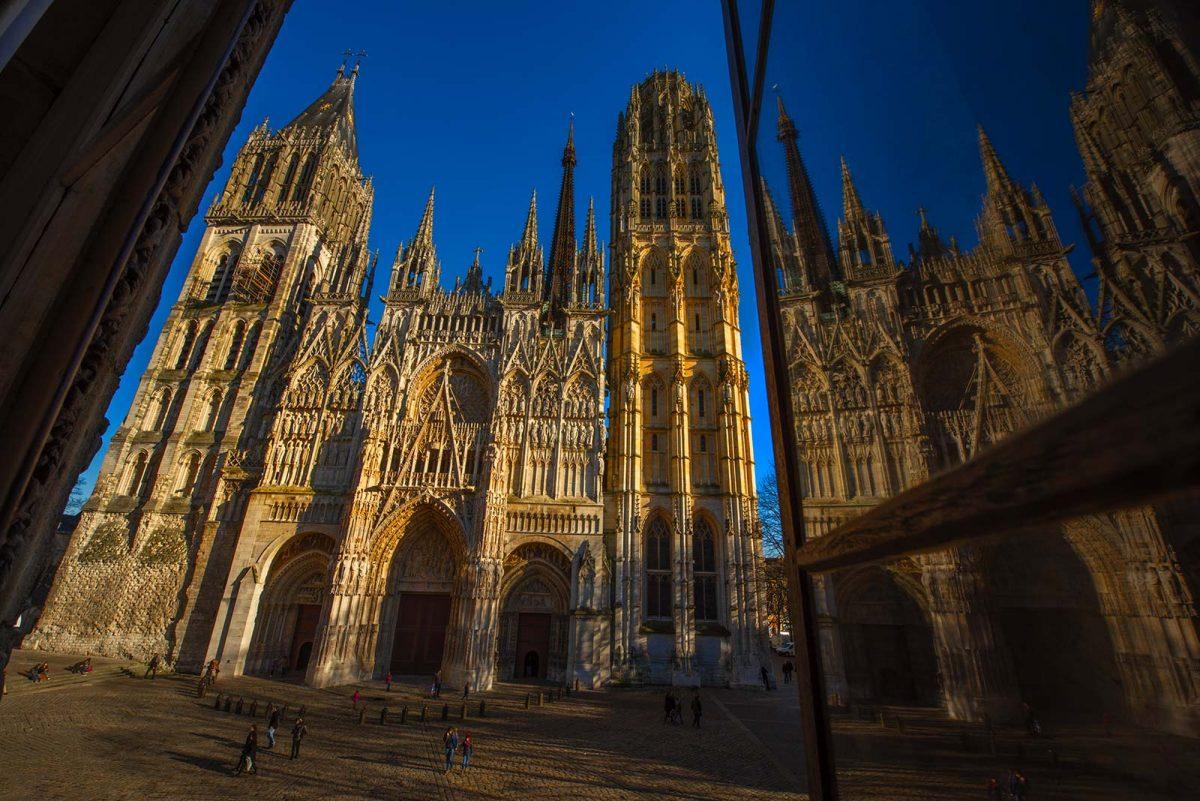 Cathédrale de Rouen depuis l'Office de Tourisme