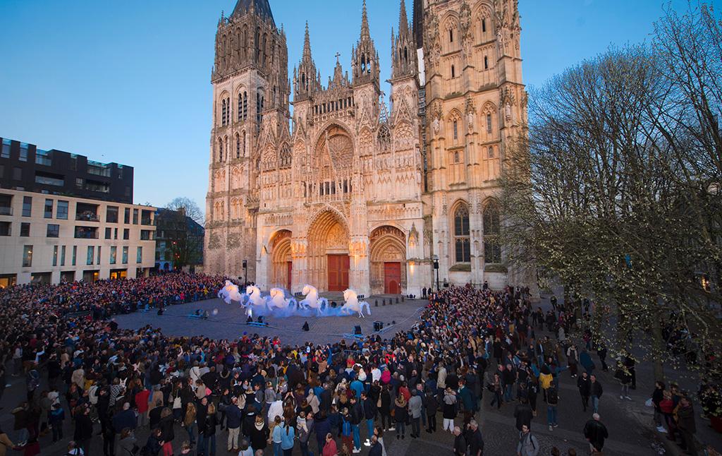Place de la cathédrale à Rouen