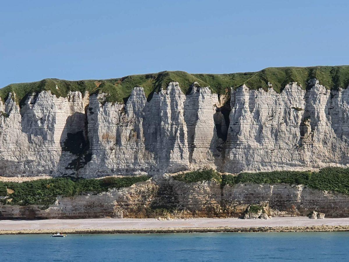 Vue sur les falaises de la Côte d'Albâtre à bord du Mil'Pat