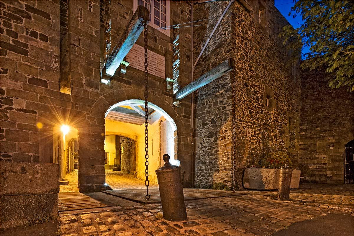 Entrée de la Haute-Ville, quartier historique de Granville