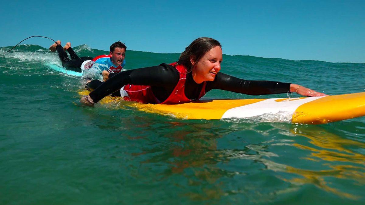 expérience Surf à Siouville, sur la vague