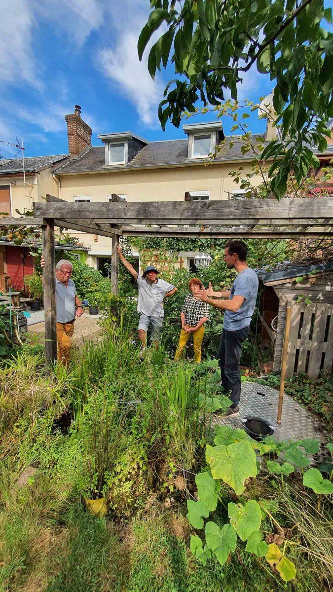 Atelier dans un potager en permaculture
