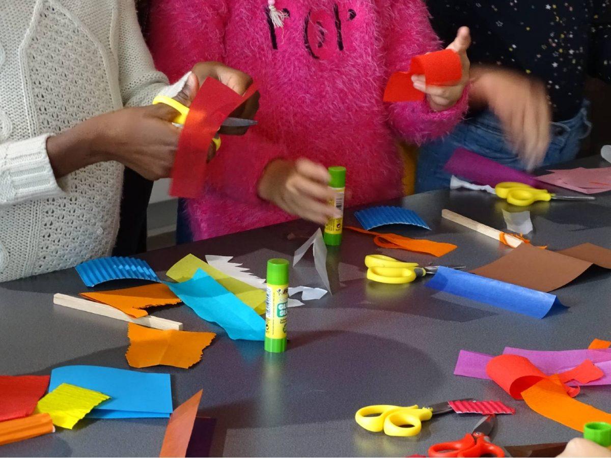 Activité collage à la Maison des Arts de Grand Quevilly