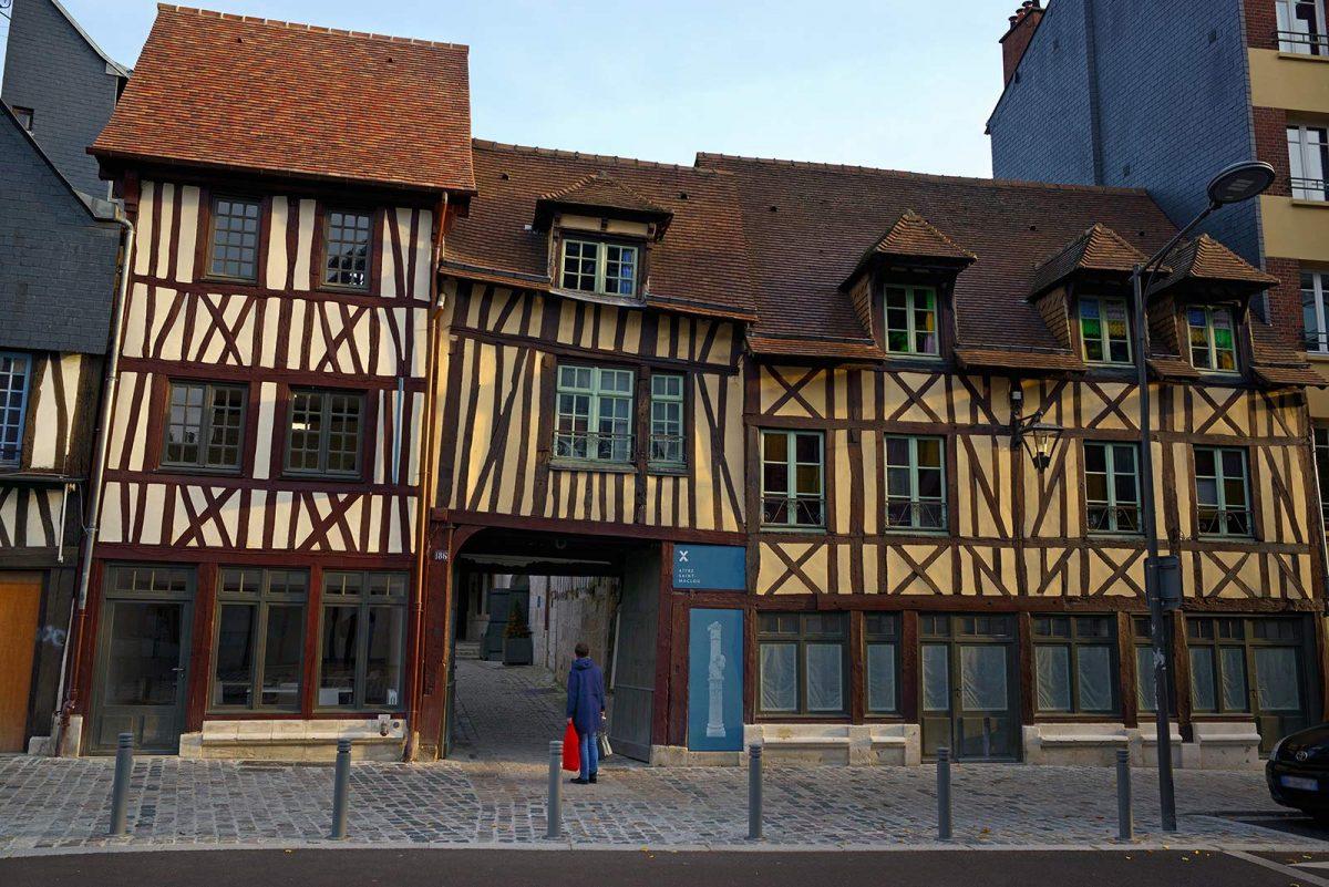 Entrée de l'aître Saint Maclou à Rouen