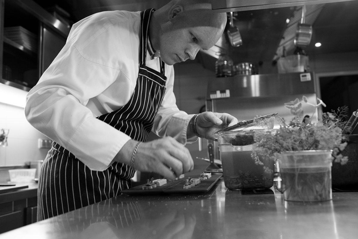 Pierre Caillet dans son restaurant le Bec au Cauchois