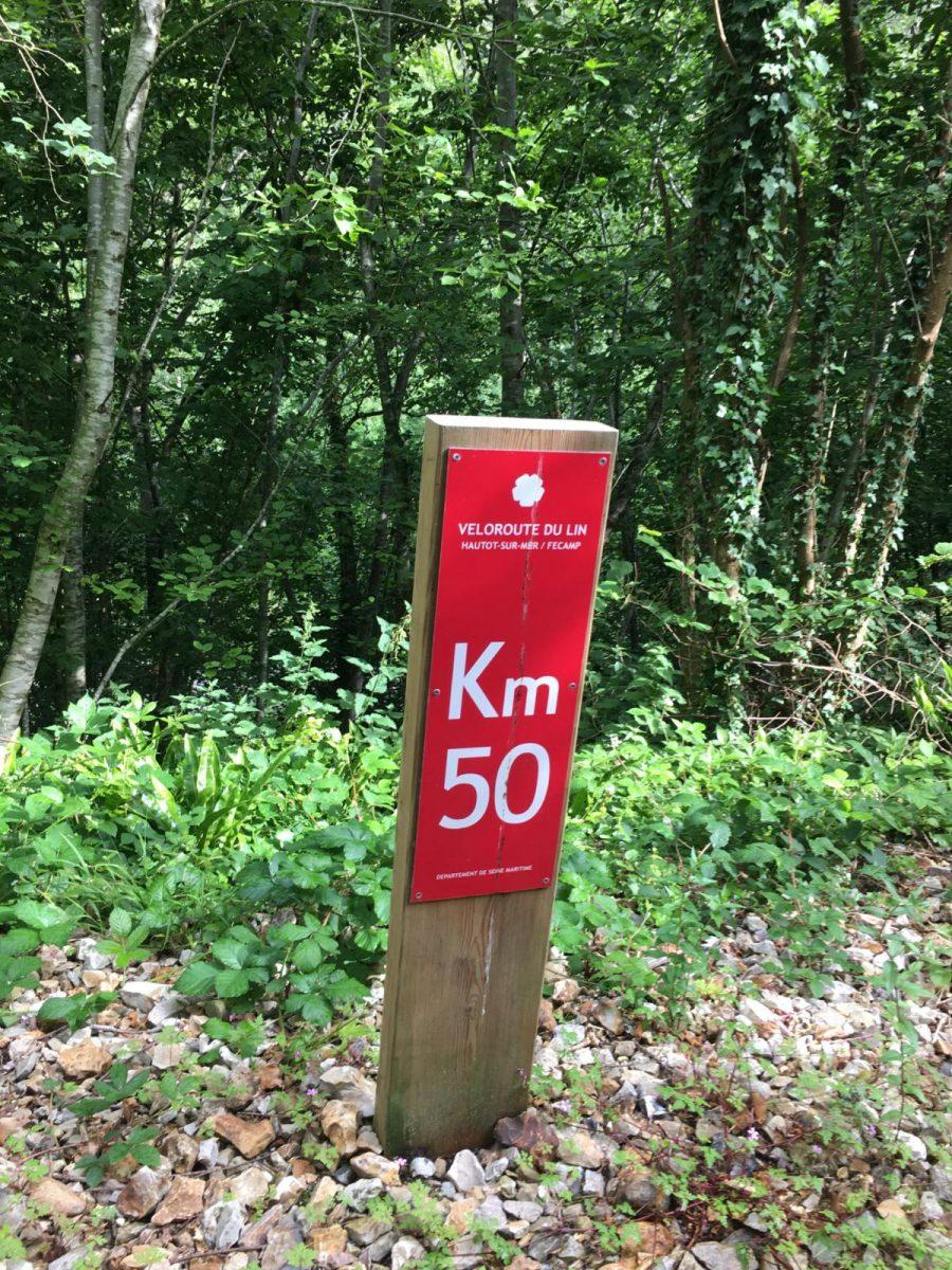 Borne kilométrique sur la Véloroute du Lin
