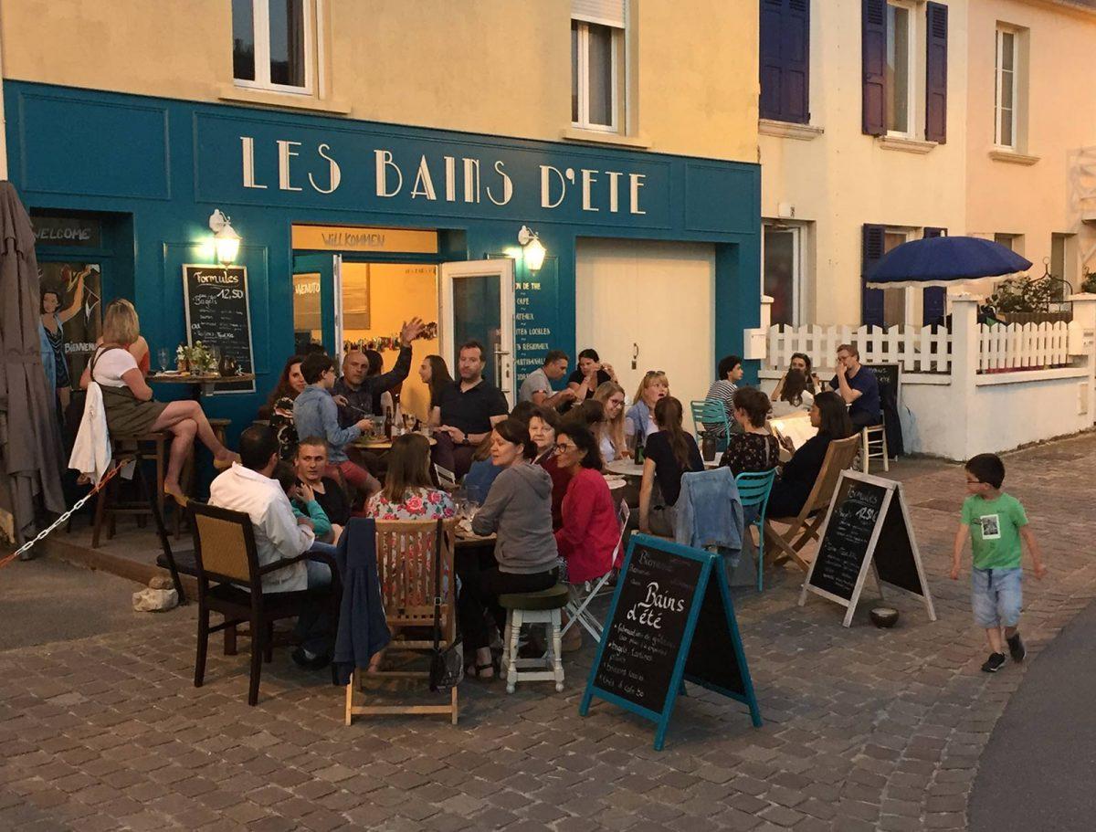 Terrasse du salon de thé Bains d'été à Arromanches
