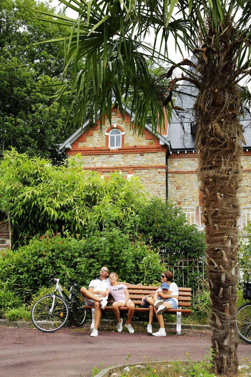 Pause en famille à Bagnoles-de-l'Orne
