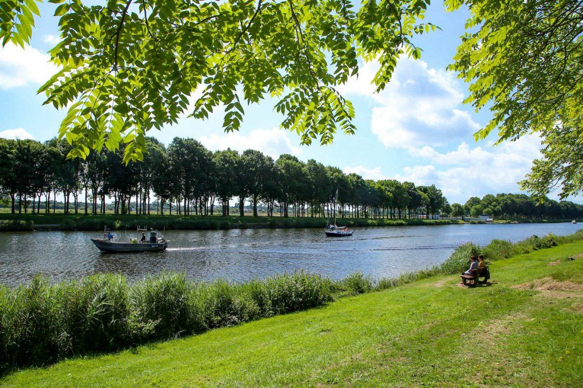 Devant le canal de Carentan