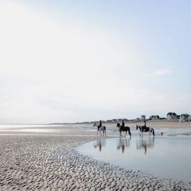 Où monter à cheval sur la plage en Normandie ?