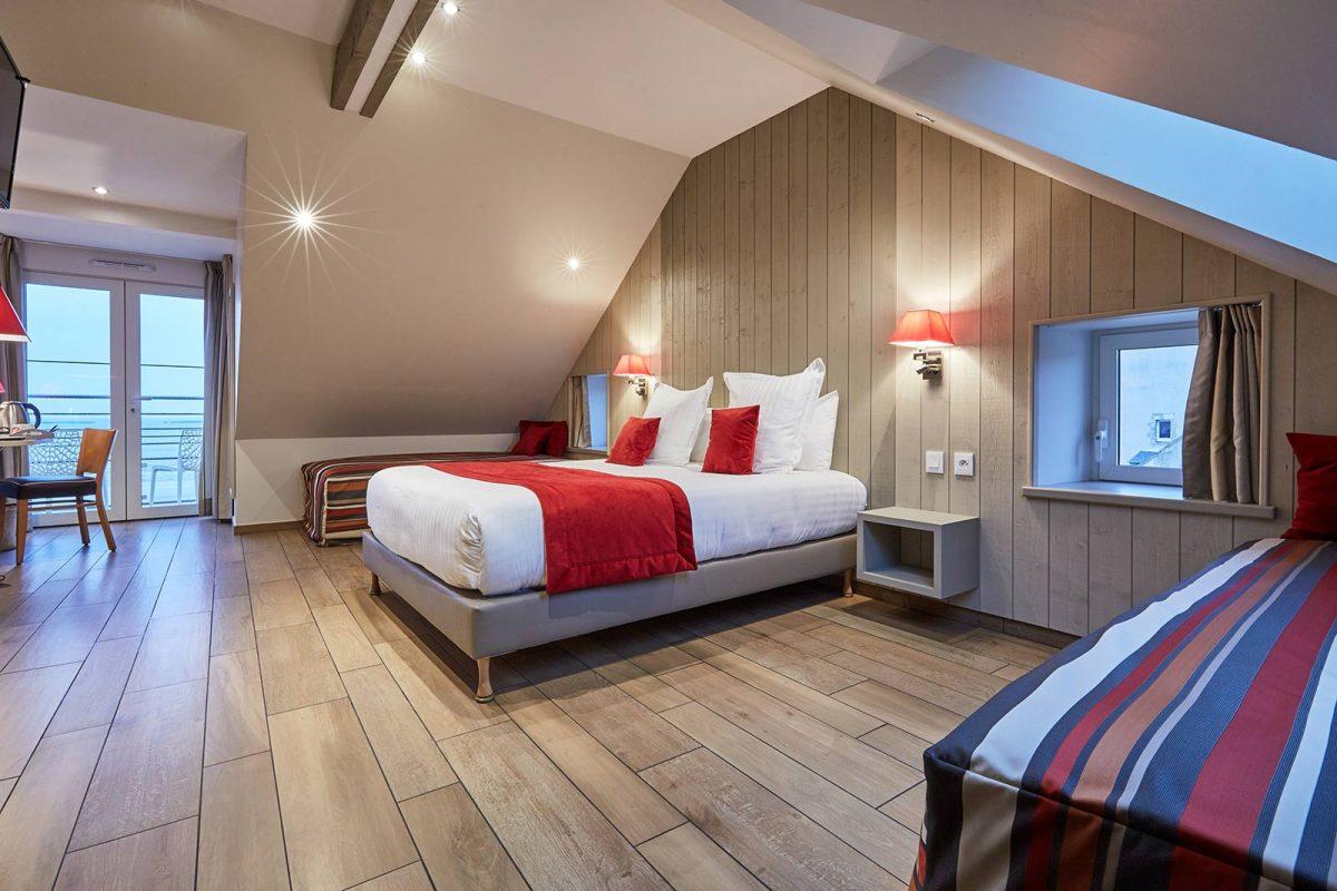 Maison du 6, hôtel à Arromanches, chambre familale avec vue sur mer