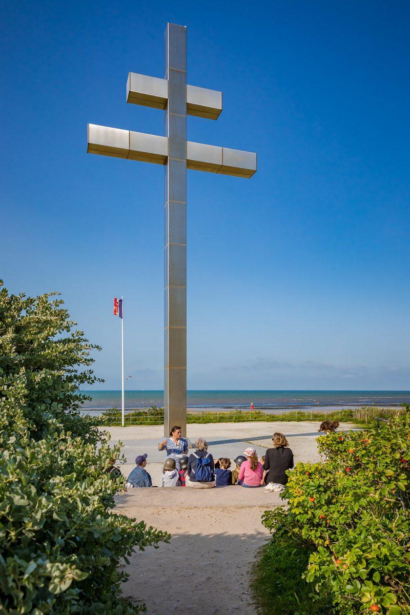 Devant la Croix de Lorraine