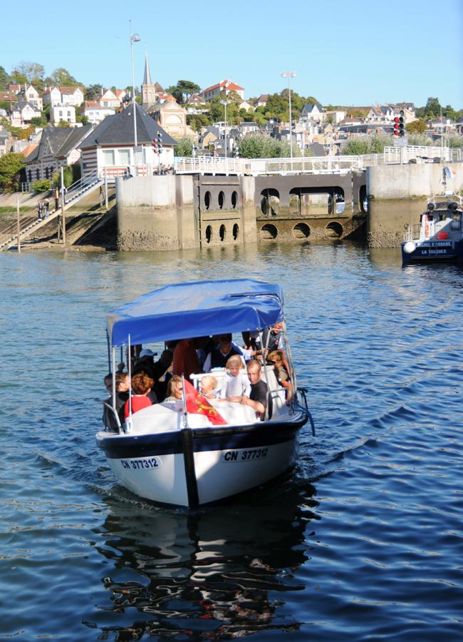 Passer de Deauville à Trouville en bateau !