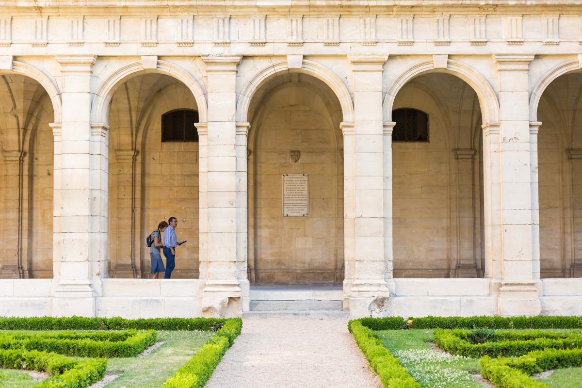 Caen__cloitre_de_l_abbaye_aux_Hommes-Caen_la_mer_Tourisme___Pauline___Mehdi_-_Photographie-46174-1200px