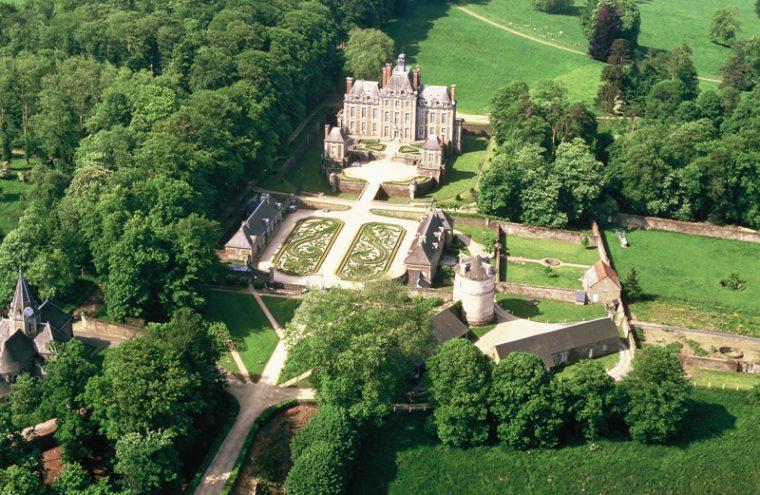 Vue aérienne du château de Balleroy