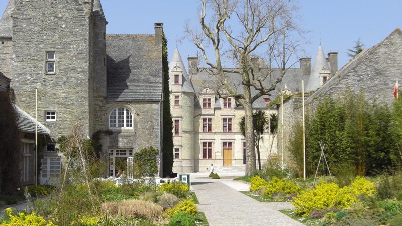 Parc et Château des Ravalet